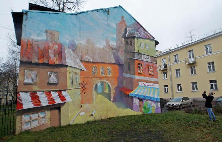 Расписанные стены одного из зданий Санкт-Петербурга